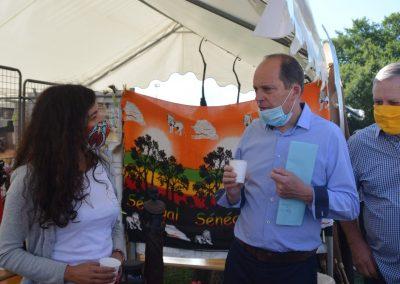 maire de biganos au stand - Association Somone Keur Bassin