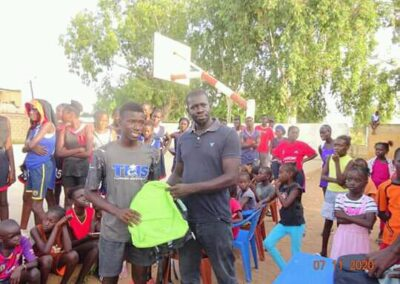 distribution des kits de rentree somone keur bassin arcachon 02 - Association Somone Keur Bassin